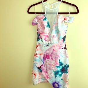 Dresses & Skirts - Floral body con mini dress